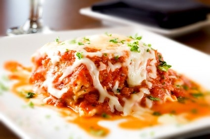 Ridiculously Easy Lasagna Recipe on http://www.theculinarylife.com