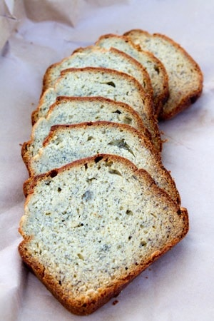 Easy Banana Bread Recipe on http://www.theculinarylife.com