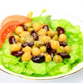 Sweet Summer Black Bean Salad on http://www.theculinarylife.com