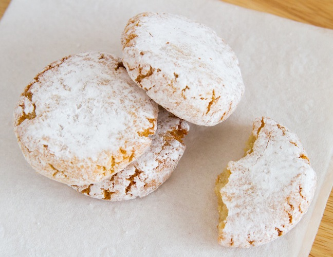 Italian Ricciarelli Christmas Cookies on http://www.theculinarylife.com